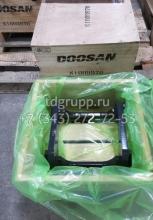 K1009970 Защита катка опорного Doosan S340LC-V